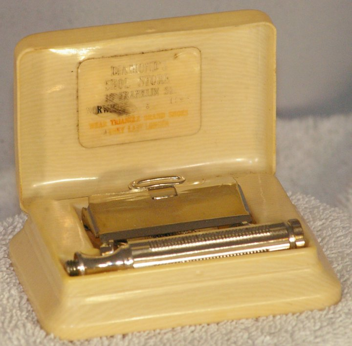GEM 1912 Style Razor in Triangle Brand Shoes French Ivory Case