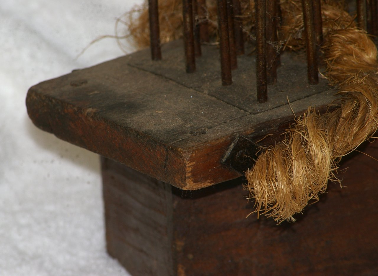 Primitive Flax Hatchel or Heckling Comb from late 1700s - Click Image to Close