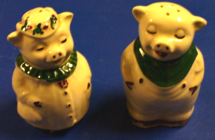 Shawnee Salt and Pepper Shakers, Winnie and Smiley Pig, 1937
