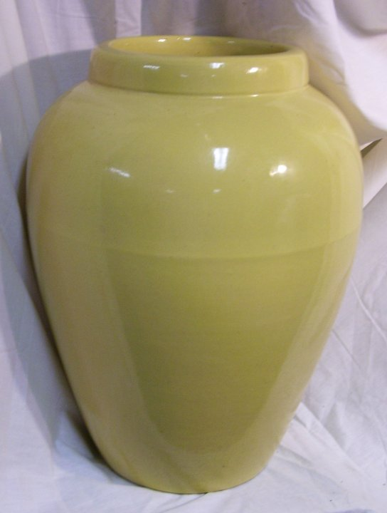 RRP Co. Roseville, OH. Pottery Pot, about 1960
