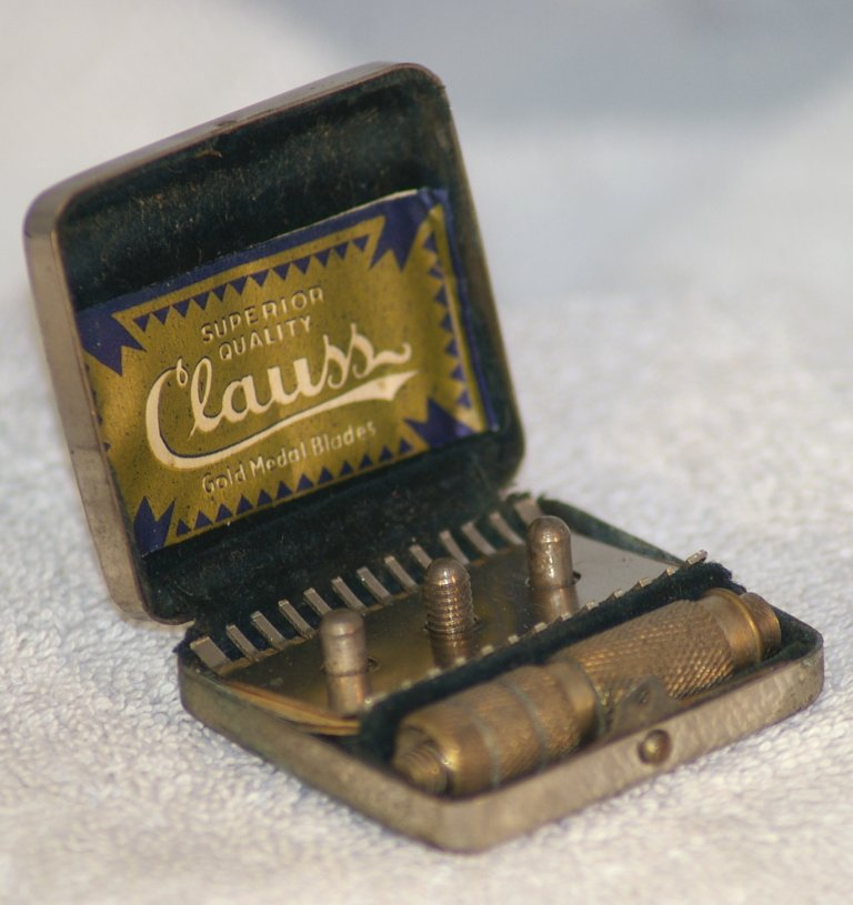 Clauss German Travel Razor with Case from 1920s