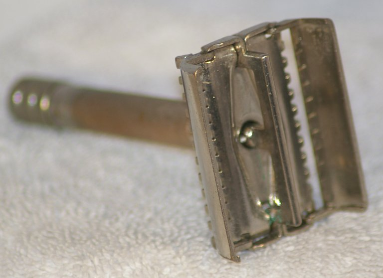 Gillette Senator Open Comb TTO Razor from 1938