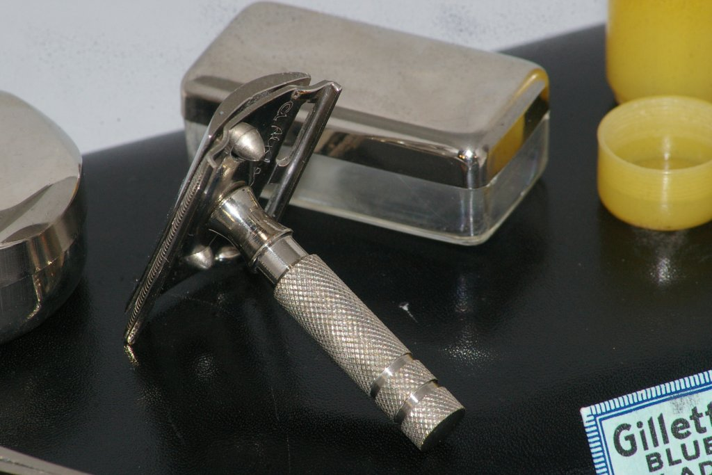 Alpha Travel Razor and Case from 1930s