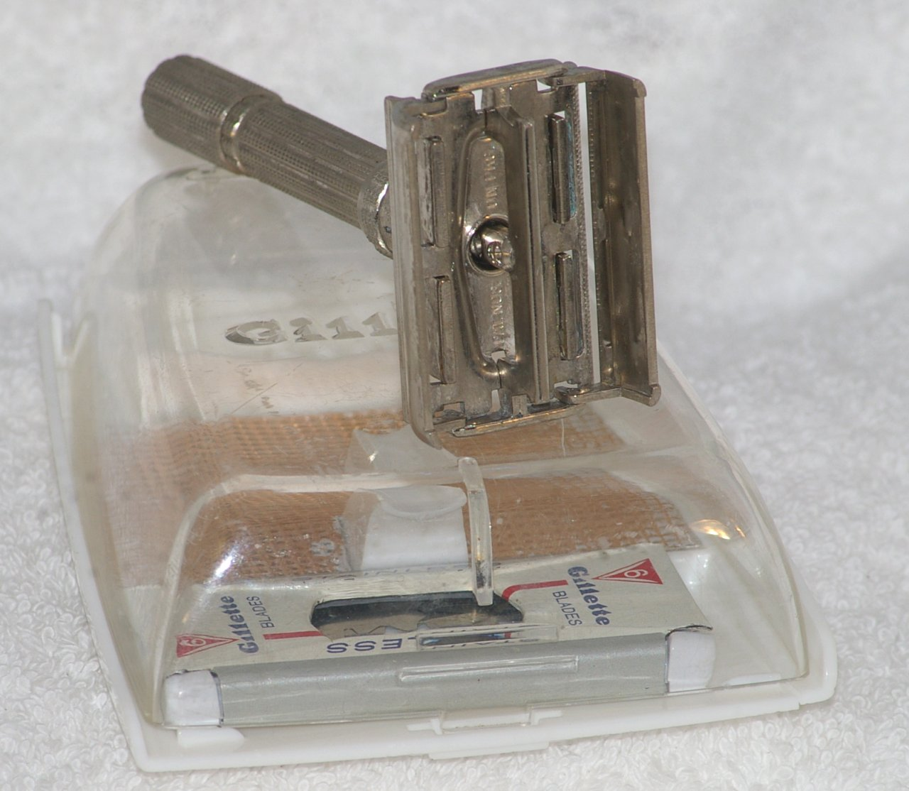 Gillette Slim Adjustable Razor H2 In Case 1962