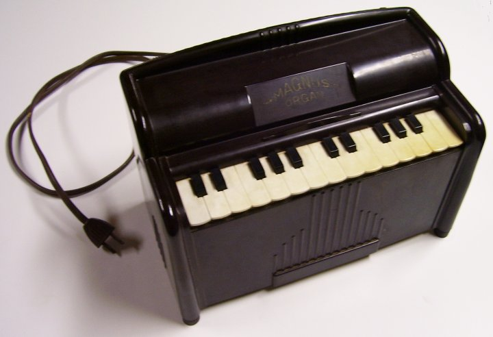 Magnus Model 1510 Bakelite Organ, about 1947